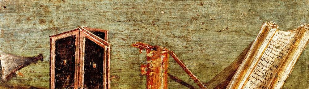 Da Pompei. Affresco raffigurante gli Istrumenta sciptoria più usati: raschiatoio e spatola per lisciare la cera, le tavolette cerate, un doppio calamaio con inchiostro nero e rosso, uno stilo e un volumen semiaperto con tracce di scrittura. I secolo d.C. Napoli. Museo Archeologico Nazionale, in. 4676.