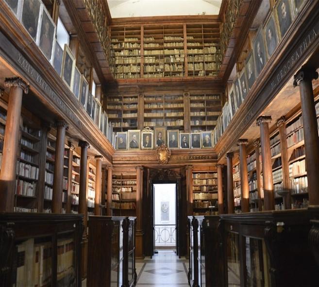 Biblioteca comunale in casa Professa